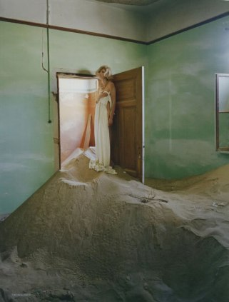 agyness-deyn-by-tim-walker-for-vogue-uk-may-201108