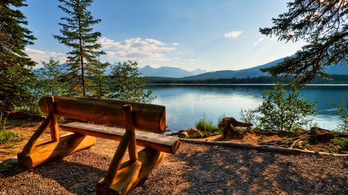 Lake-HD-Desktop-Wallpaper-700x393
